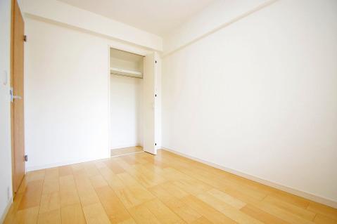 5.4帖洋室 各居室収納完備です