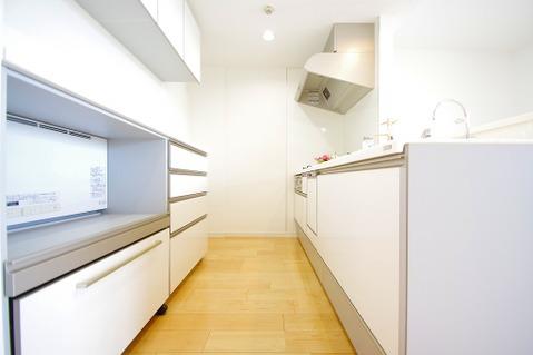 収納スペースが充実しているキッチンはお片付けも楽に◎