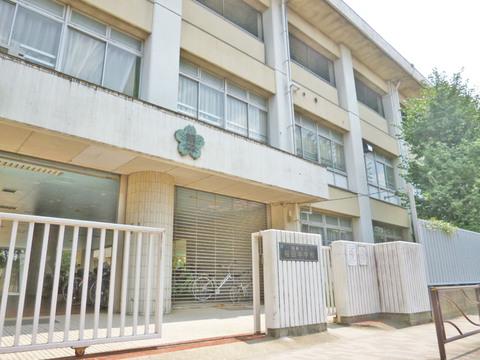稲田中学校 距離1700m