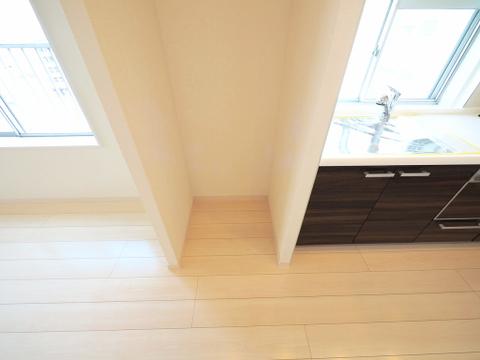 キッチン横、冷蔵庫スペース
