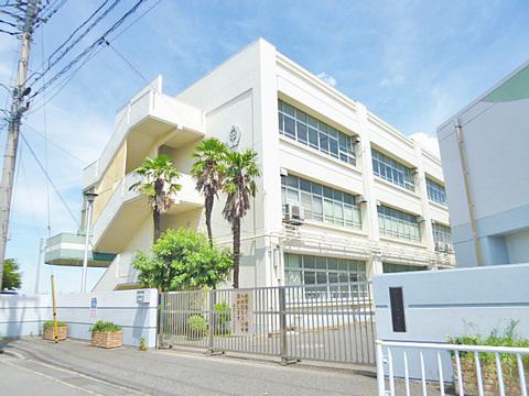 横浜市立中川中学校 770m