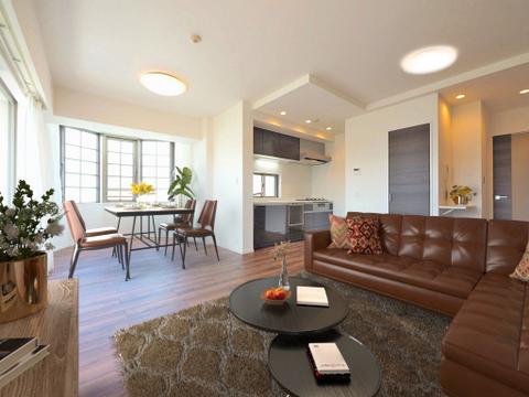 広がりのある住空間、家族が集まるリビング・ダイニング(家具は全てCGです)