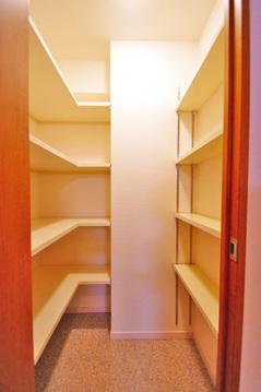 大型荷物も安心、玄関にはたっぷり収納の「シューズインクローク」付き