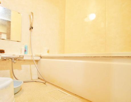 癒しの浴室で、ゆったりバスタイムを