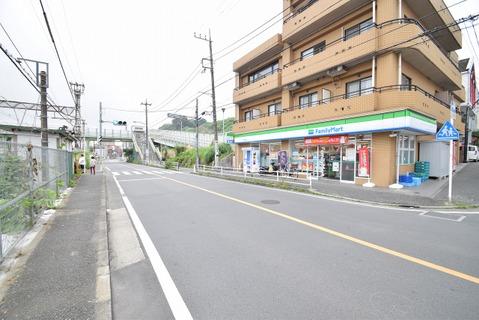 ファミリーマート花月園駅前店 距離850m