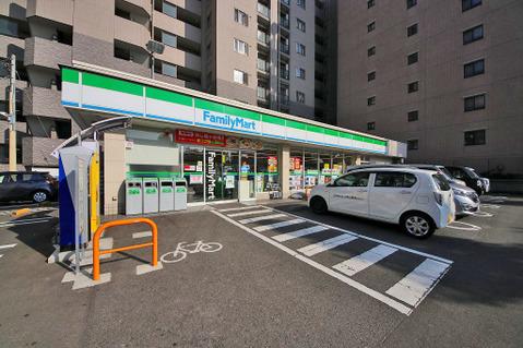 ファミリーマート スリーウェル 新横浜店 距離200m