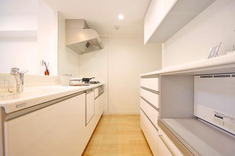 収納も充実の使い勝手のよいキッチン