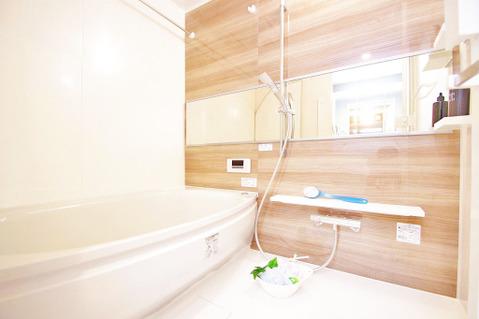 浴室換気暖房乾燥機がついた充実の設備の浴室