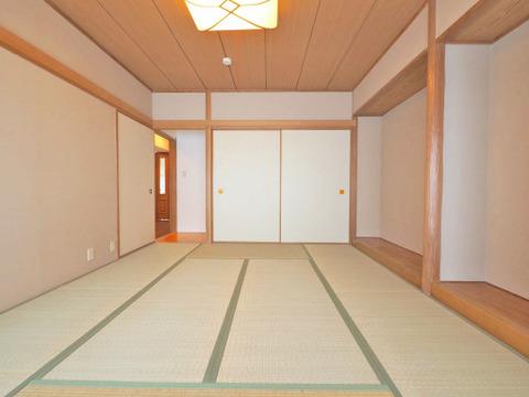 畳は表替えされており、気持ちのいい室内です