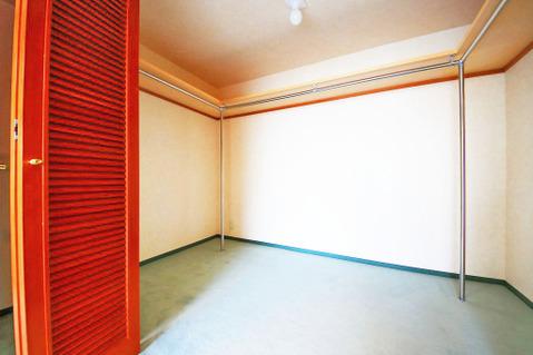 13.5畳洋室には大容量のウォークインクローゼットが設けられています