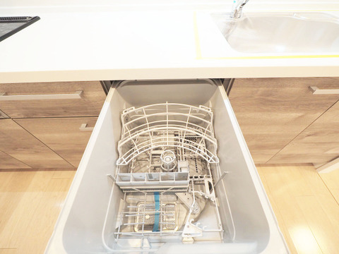 ビルトイン式食洗機を標準完備した、機能性に優れたシステムキッチ