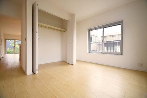 洋室約6帖 収納スペース付き