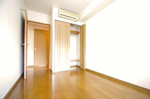 洋室約4.0帖 収納スペース付き
