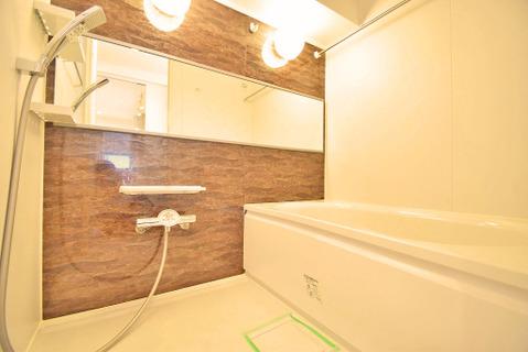 落ち着いた雰囲気の浴室は一日の疲れをとるのにピッタリ