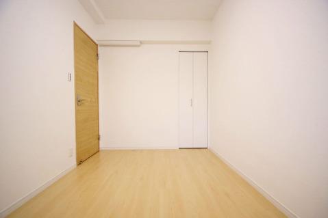 窓があり、通風や採光があるお部屋です