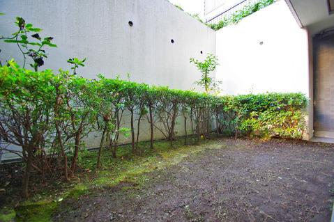 お庭スペースで、ガーデニングや家庭菜園などにいかがでしょうか