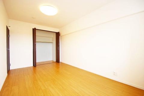 洋室約7.5帖 収納スペース有