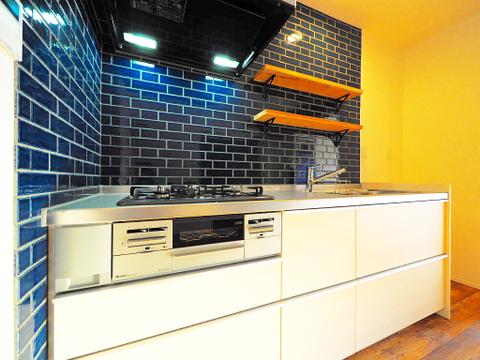 造作棚には食器はもちろん、飾り棚としても使えます