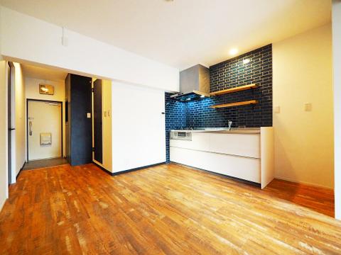 リフォーム済の綺麗な室内は新築のような清潔感があり居心地の良い雰囲気です