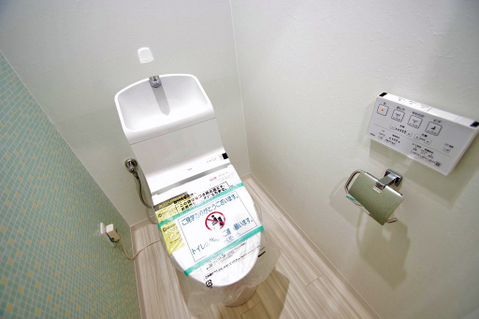 温水洗浄機能付トイレはきれいにリフォーム済み