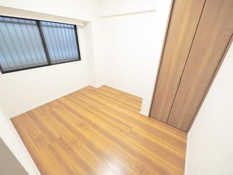 木目調の落ち着いた雰囲気のお部屋