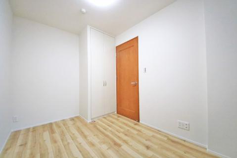 約4.5帖の洋室にも両開きのクローゼット付