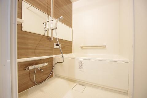優しい雰囲気のお風呂で、足をのばしてゆったりバスタイム
