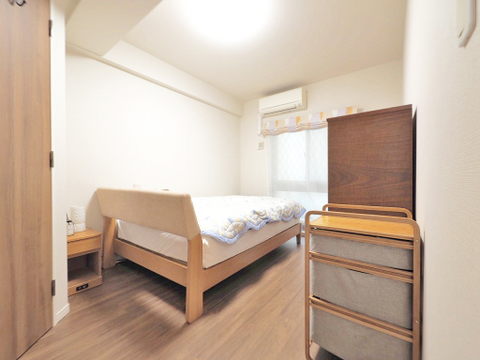 シンプルですっきりとした室内は飽きのこない居心地の良い雰囲気