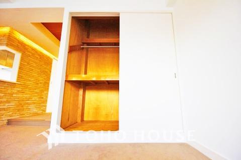 リビングにも豊富な収納スペースでご家族のお荷物の整理整頓も