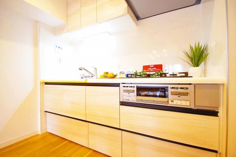 作り手も待つ人も境がない集う人たちの距離感を縮めてくれるキッチン