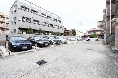 駐車場:15000~16000円/月(状況については要確認)
