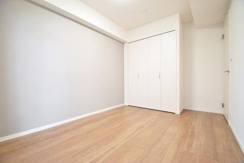 日当たりのよいお部屋はバルコニーへの出入りもできます