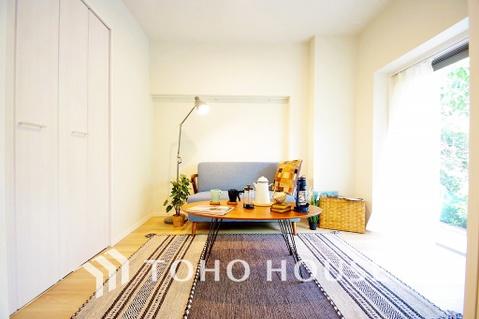 約5帖の洋室からはバルコニーに繋がり、陽当たり・通風良好