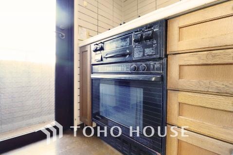 キッチン備え付けのオーブンでお料理の幅も広がります