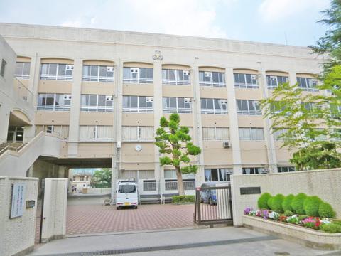川崎市立西高津中学校 距離1100m