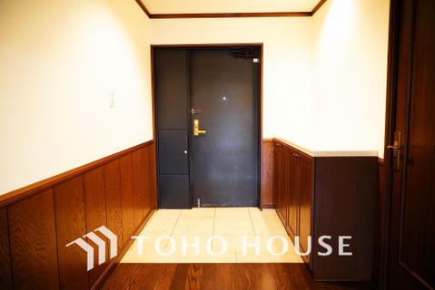 重厚感のあるデザインの玄関ドア