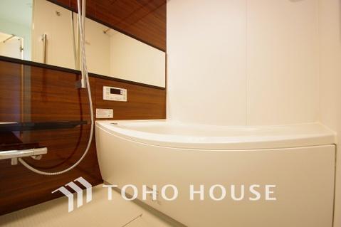 ブラウンカラーの浴室は一日の疲れを癒す特別な空間に