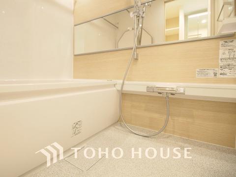 追い焚き機能つきのゆったりバスルームは一日の疲れを癒す特別な空間に