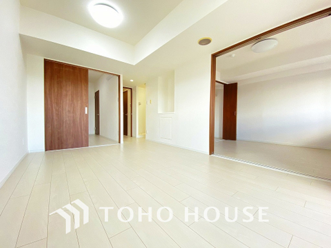 シンプルな内装は落ち着きのある空間・ゆったりとした家族とのひとときを過ごせます