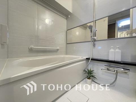 1日の疲れを癒してくれる浴室には追い炊き機能と浴室乾燥機を完備