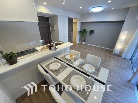 形のきれいなリビングは、お好きな家具を置いて自分好みの空間に