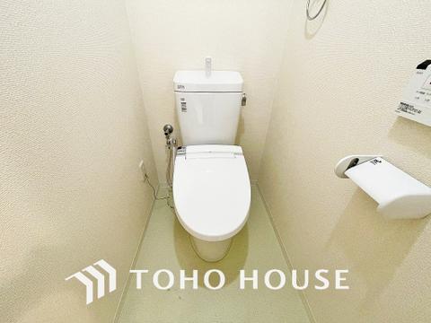 白い壁の清潔感あるトイレ