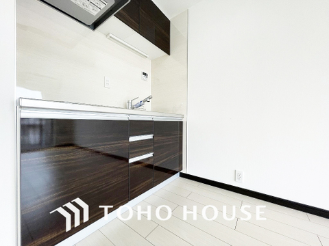 スタイリッシュなブラックのキッチンです