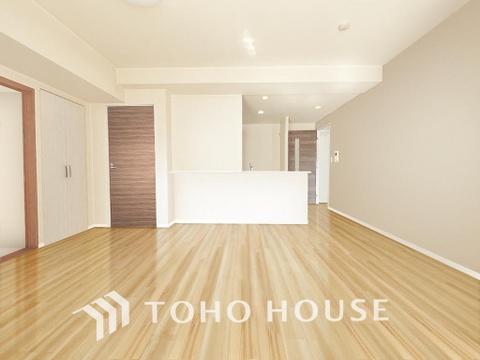 シンプルな内装は落ち着きのある空間・ゆったりとした家族とのひとときを過ごせます(現地には家具があります)