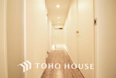 飾リ過ぎないシンプルな内装と偏り過ぎないデザインの廊下