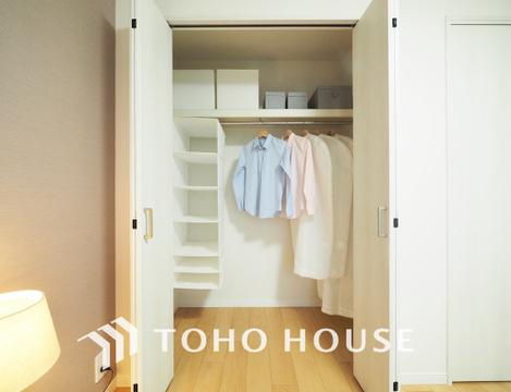 大型のクローゼットは、丈の長いお洋服や、畳みたくないお洋服などを綺麗に収納できますね