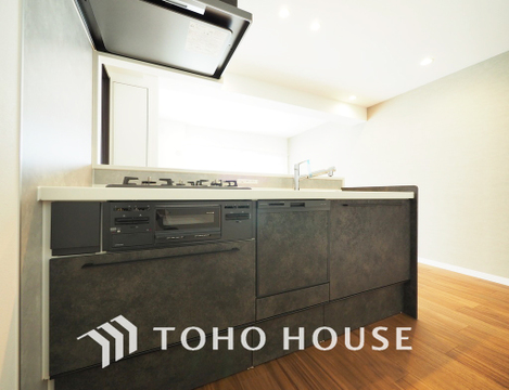 家事をしながら家族との会話も弾む人気の対面キッチンを採用