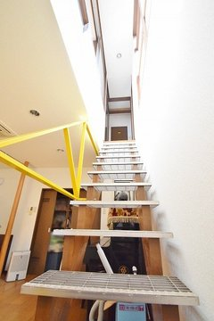 地下室への階段