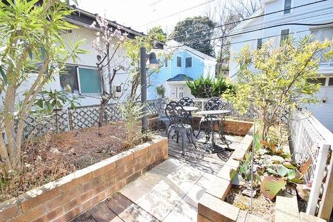 日当たりの良いお庭スペースで、ガーデニングや家庭菜園などにいかがでしょうか