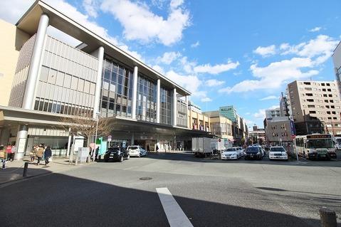 京王線・京王動物園線・多摩モノレール「高幡不動」駅 距離約320m